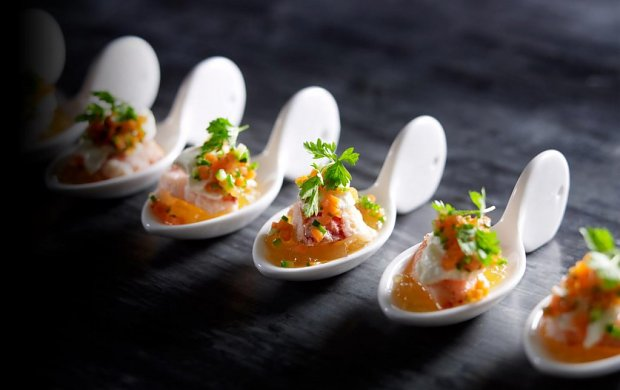 Catering complet firme catering prajituri si torturi for Canape catering sydney
